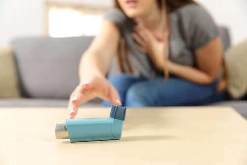 Острата тежка астма: симптоми и лечение