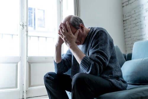 Кризата с коронавируса: един мъж се държи за главата
