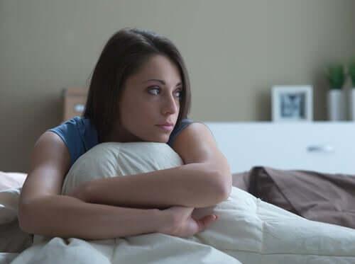 Снимка на млада, тъжна жена