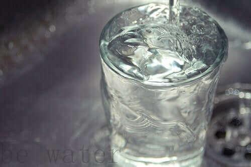 Уринарната инконтиненция и приема на вода