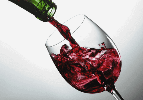 Вино в чаша