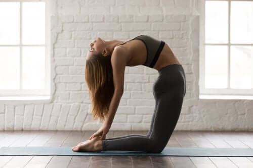 Опитайте тези 5 йога пози за стягане на коремните мускули