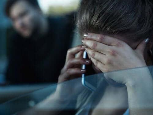 Партньорът ви тормози: жена се обажда по телефона