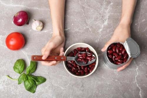 Четири ястия, които можете да приготвите от консерва с боб