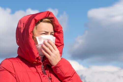 Коронавирусът не се предава по въздуха според СЗО