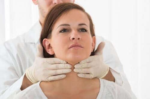 Лекат проверява щитовидната жлеза