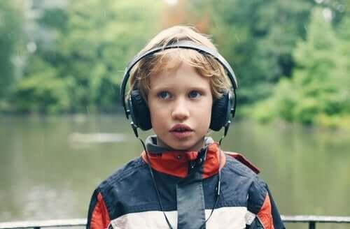 Обръщайте внимание на специалните интереси на децата с аутизъм по време на пандемията.