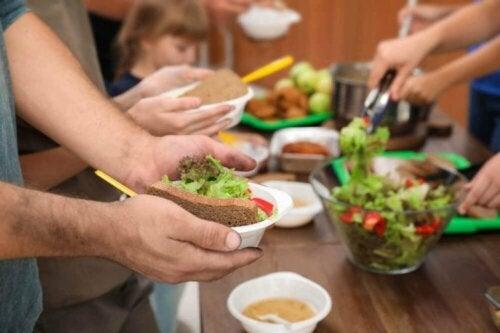 Да се зарази с коронавирус: снимка на бюфет маса