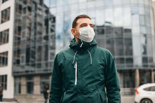Тъй като коронавирусът не се предава по въздуха, маските трябва да се използват разумно.