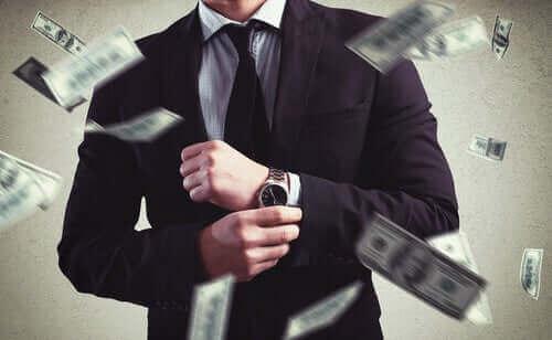 За да бъдем щастливи не е необходимо да имаме много пари.