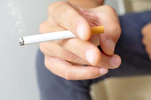 Пушенето увеличава риска от усложнения при настоящия коронавирус.