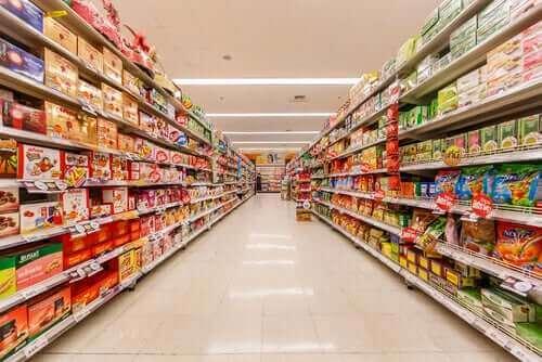Заразяване с коронавирус: снимка на вътрешната страна на супермаркет
