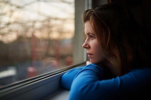 Тъгата, несигурността и отчаянието са често срещани по време на изолацията заради кризата с коронавируса.