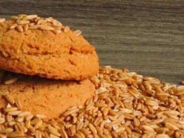 Как да си направите бисквити без захар, с овесени ядки и мляко
