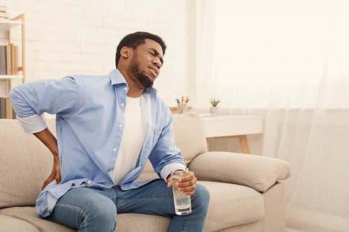 Нерядко бъбречните проблеми са съпроводени с гадене, повръщане и висока температура.