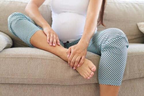 Бременна жена с болка в краката