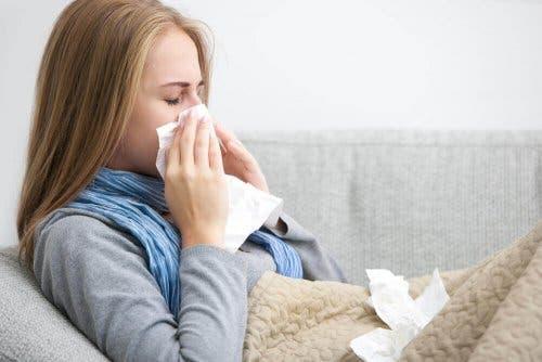 Един от най-характерните симптоми на заболяването е хремата.