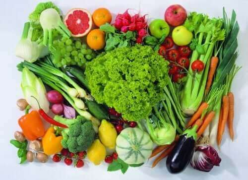 Много и различни видове плодове и зеленчуци