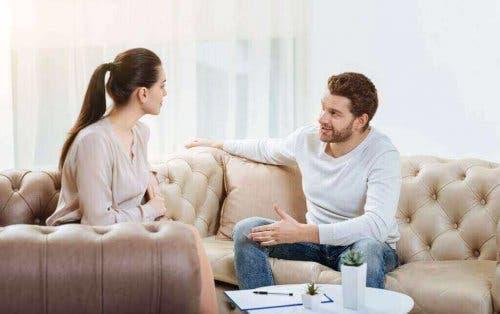 Бъдете открити в разговорите с партньора си.