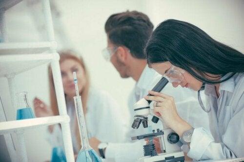 Продължават проучванията относно лечението на коронавируса.