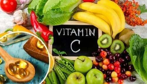 Редовният прием на витамин С е важен за здравето в борбата срещу коронавируса.