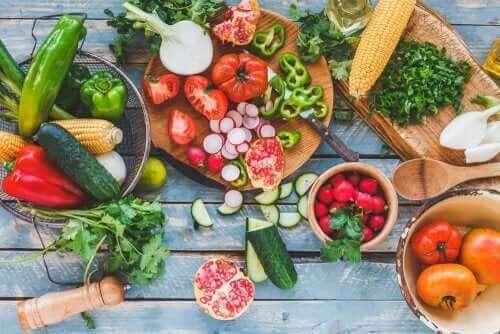 Различни видове зеленчуци и плодове