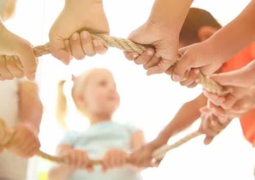 Как да насърчите съвместната игра при децата