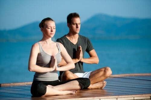 Ползите от практикуването на йога със значимия за вас човек