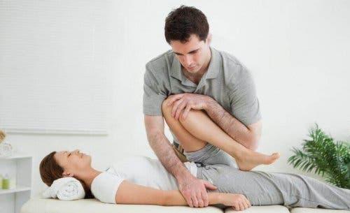 Физиотерапията помага облекчаването на симптомите на радикулопатия.