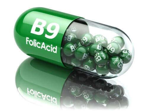 Разликите между фолиева киселина и фолат