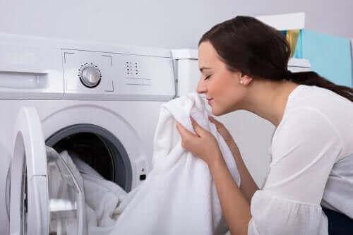 Как да се отървете от лошата миризма по дрехите