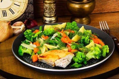 Намаляване на приема на въглехидрати: гарнитура със зеленчуци
