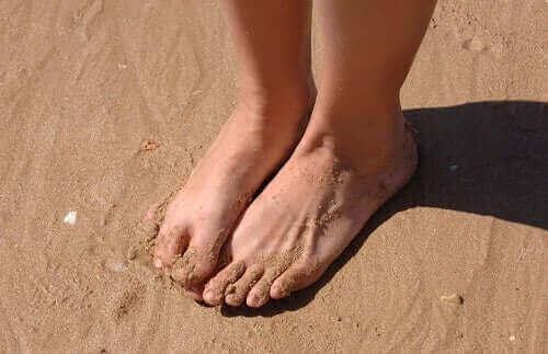 Пет средства за лечение на подути глезени и крака