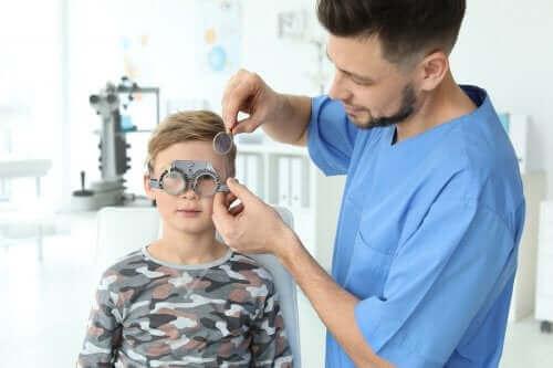 Проблеми със зрението при децата: Как да ги забележите?