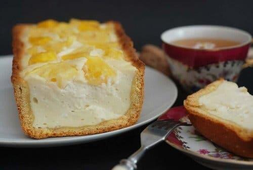 Пригответе си невероятно вкусен чийзкейк без печене с пина колада