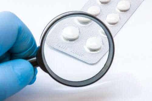 Какво представлява системата за проверка на лекарствата?