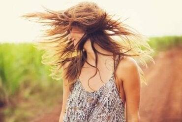 Съживете вашата коса с глина и кокосово масло