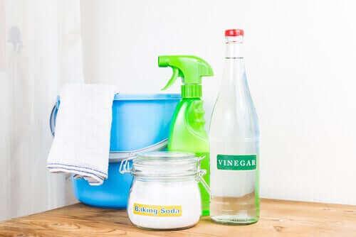 По-чисти и свежи хавлии с разтвор с оцет и сода.