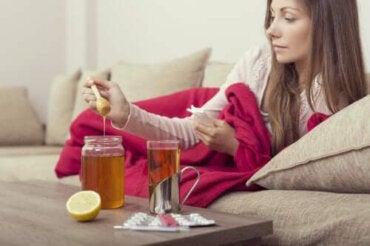 Три средства за лечение с мед за облекчаване на грипа
