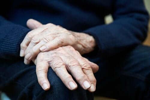Същественият тремор: симптоми, причини и лечение