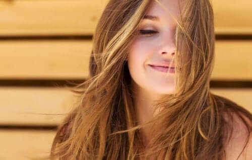 Жена, която се усмихва