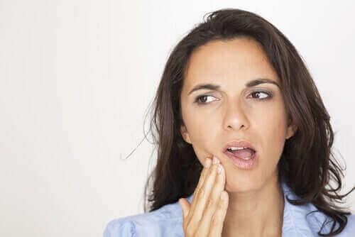 Жена със зъбобол