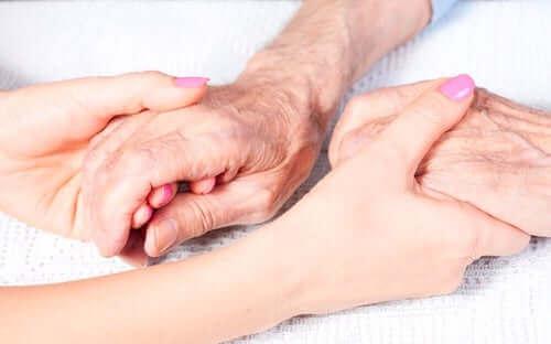 Две ръце, които се държат