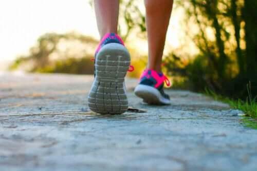 Упражнения за предпазване от разширени вени - ходене пеш
