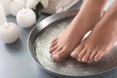 Четири чудесни рецепти за омекотяване на краката