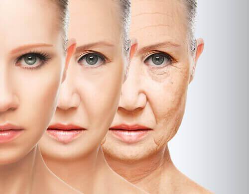 Снимка на три лица на жена, с демонстрация на остаряване на кожата на лицето