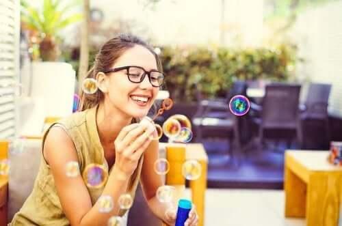 Майндфулнес упражнения - правене на сапунени балончета