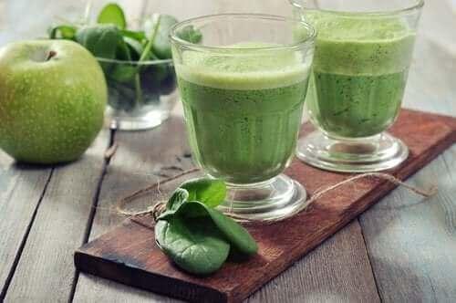 Смути със зелени ябълки и спанак