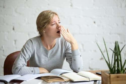Умората може да се дължи на консумацията на много захар.