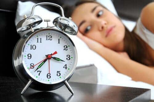 Здарвословни навици за качествен сън: една жена, която не може да спи